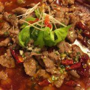 水煮牛Émincé de boeuf cuit dans le bouillon sichuanais