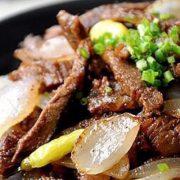 洋葱炒牛肉Boeuf sauté aux oignons
